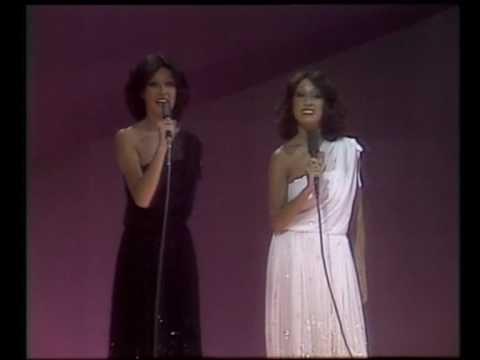 HAUTE COUTURE ON STAGE.-   BACCARA (Mayte y Maria), representando a Luxemburgo en el Festival de Eurovisión 1978, y vestidas por MARC BOHAN (Dior), con estos fantásticos vestidos de crespón con bajos irregulares y bordados de cristal. Precisamente estos vestidos, fueron uno de los aspectos más comentados de su actuación en el Festival, pues costaron 450 mil pesetas cada uno (aprox. 3.600 $ USA)