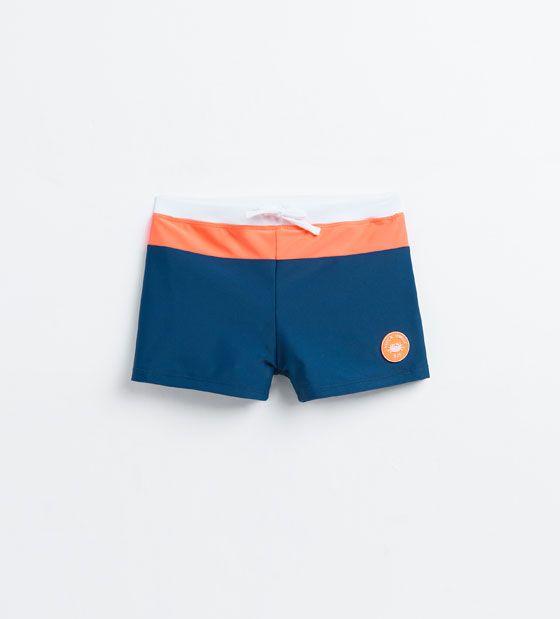 Maillot de bain boxer tricolore et très en vogue - Zara.