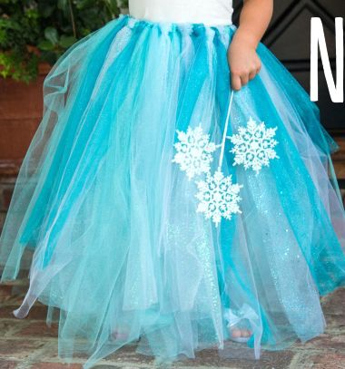 If you need a quick, last minute halloween or dress up party costume, these adorable tutu's double as great costumes and they are so easy to make!! If your kids are also Frozen / Elsaor Disney fanatics , this video craft tutorial is essential for you! This tutu can be a part of any princess dress, or you can use them in other halloween costumes (peacock,ballerina etc)
