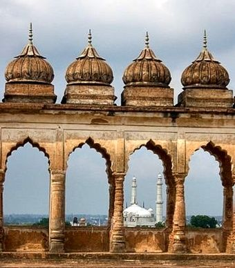 A view of the roof of Bara Imambara in Lucknow, India. (Sayed Mohammad Faiz Haider Rizvi/Wikimedia Commons)