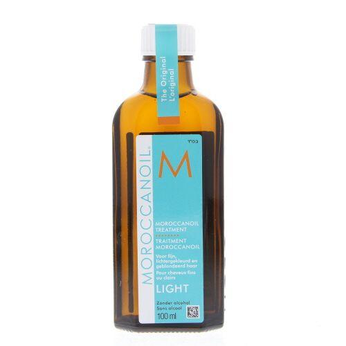 Moroccanoil Treatment Treatment Light Olie Fijn/Lichtgekleurd/Geblondeerd Haar 100ml  Description: Morocconoil Treatment Light.Een product voor conditioneren stylen en afwerken inéén. Maakt gemakkelijk doorkambaar en verhoogt de handelbaarheid. Herstelt de elasticiteit en de glans en revitaliseert het haar. Bekort de droogföhn- en stylingtijd.Moroccanoil Treatment Light biedt dezelfde glanzende gladde wonderbaarlijke resultaten als de originele formule maar heeft een lichtere samenstelling…