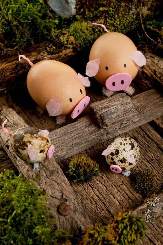 Cute pigs out of egg shells. DIY Easter Egg Decorating idea.