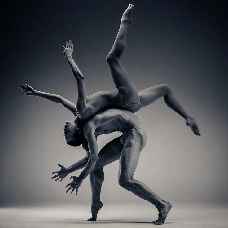 Vadim Stein is a Ukrainian photographer, originally trained in sculpture, who captures pictures of dancers in motion.