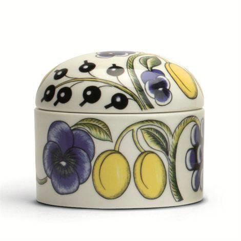 Ubrukt/ny Paratiisi boks med lokk i flerfarget porselen fra Arabia/Finland! Oval form med høyde 10 cm--lengde 12 cm!