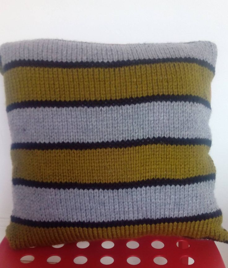 Hand knitted cushion by Nokireki on Etsy