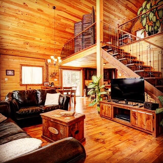 We are seriously in love with this living room! The cottage feel, warm and inviting...and bonus!-the home is highly energy efficient. www.timberblock.com