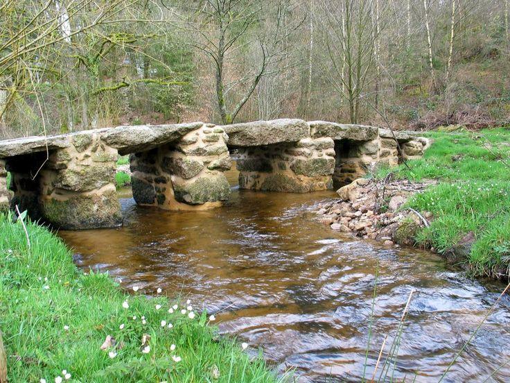 """pont """"romain"""" sur La Couze Saint-Léger-la-Montagne  Haute-Vienne Limousin France"""