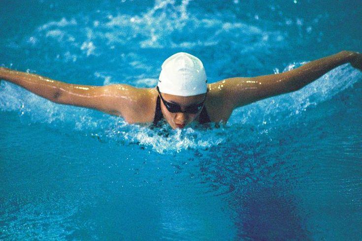 Los mejores ejercicios para hacer el nado mariposa. La mariposa es una brazada de nado difícil de dominar; requiere sincronización entre dos partes principales del cuerpo, brazos y piernas. Una patada de delfín fuerte y la fuerza de tu cuerpo superior están obligadas a impulsar y tirar tu cuerpo a ...