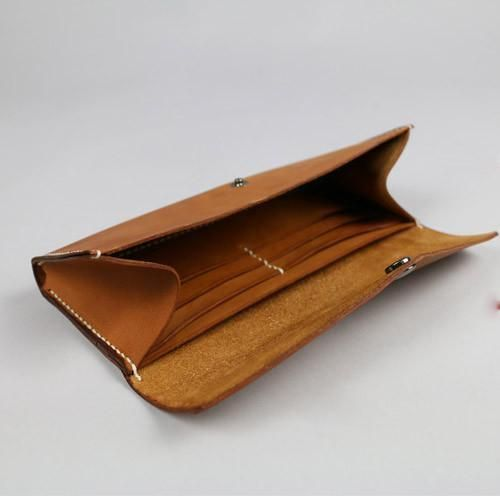 https://anniejewel.com/collections/bags-purses/products/handmade-leather-vintage-women-long-wallet-clutch-phone-purse-wallet-3