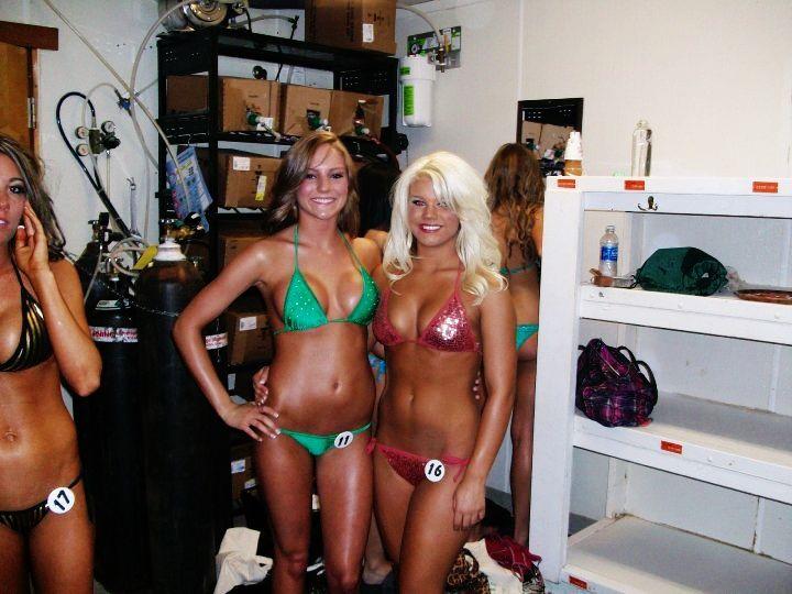 Hooters Girls Bikini Contest Columbus Ohio Hooters Girls