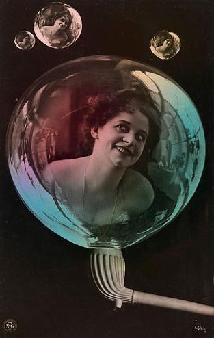 Artista desconocido, Mujer en las burbujas de jabón, Publisher: Neue Photographische Gesellschaft, postal Philadelphia Co. ca. 1910, el Fondo de fotografía del siglo XX.