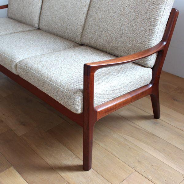 Vintage 3seat sofa / Ole Wanscher/Ole Wanscherによりデザインされた3シートソファです。 フレームはシンプルながらも、程よい傾斜が掛かっています。丁寧に削りだされたチーク材は色味も良く、ビンテージ品ならではの暖かみのある風合。 #家具 #ヴィンテージ #北欧 #テーブル #デザイン #アンティーク #デンマーク #イギリス #ソファ #Ole Wanscher