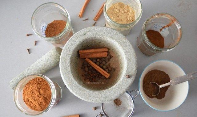 Pumpkin Spice is een kruidenmengsel waar je de lekkerste pompoen gerechten en drankjes mee kunt maken. Met name kaneel is heel typerend voor het herfst...