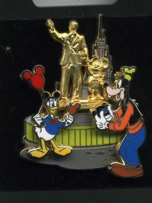 Trading pin: Partners pin, Donald/Goofy/Statue