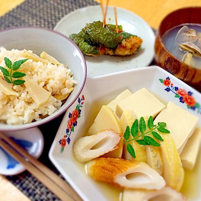 合馬の筍をたくさん頂きました エグミか無く甘くて美味しい この筍を食べたら他の筍は食べられないかも - 33件のもぐもぐ - 合馬の筍で炊き込みご飯に高野豆腐との煮物、鶏ミンチの大葉揚げ、アサリのお吸い物。 by keiyan