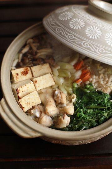 Japanese Chicken Hot Pot (Tori Mizutaki Nabe) - Hakusai Nappa Cabbage, Negi Spring Onions, Gobo Burdock Root, Daikon Radish, Kombu, Yaki-dofu (Broiled Tofu), Yuzu, Shirataki Noodles, Enoki and Shimeji Mushrooms and Mizuna|鶏の水炊き鍋