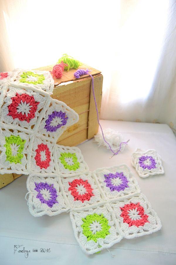 Taplak Meja Vintage Granny Square - Selma's Crochet