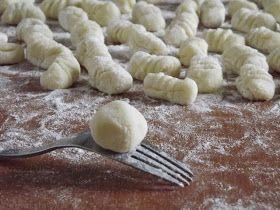 Elég gyakran készítek házilag gnocchit, egyrészt mert elég egyszerűen elkészíthető (igaz, igényel egy kis időt az elkészítése), má...