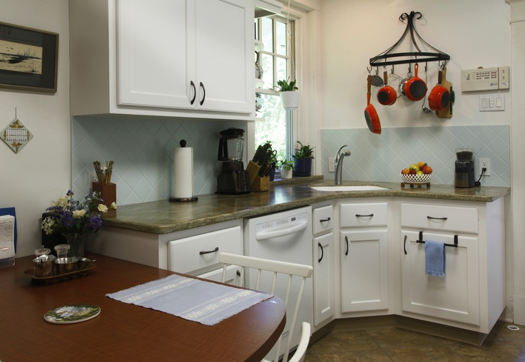 white kitchen cabinets and white countertops frosty white laminate kitchen cabinets zodiaq countertop 2053