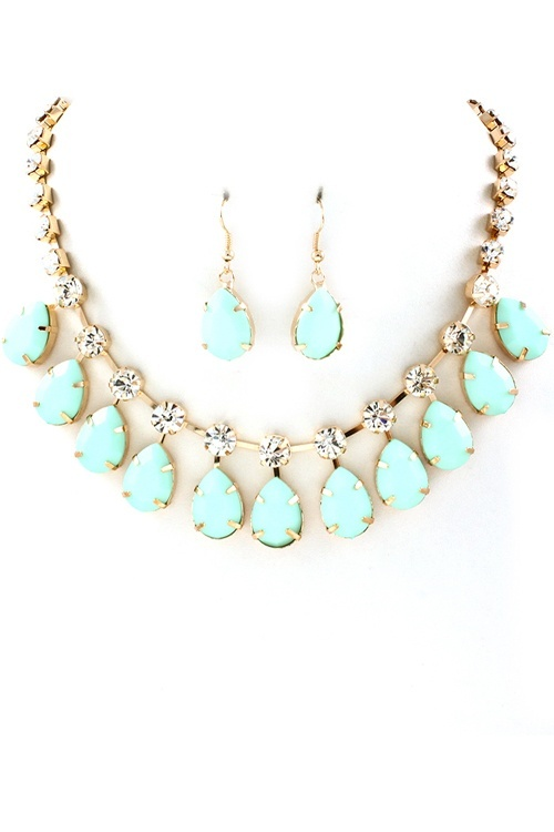 .clothes jewellery shoes
