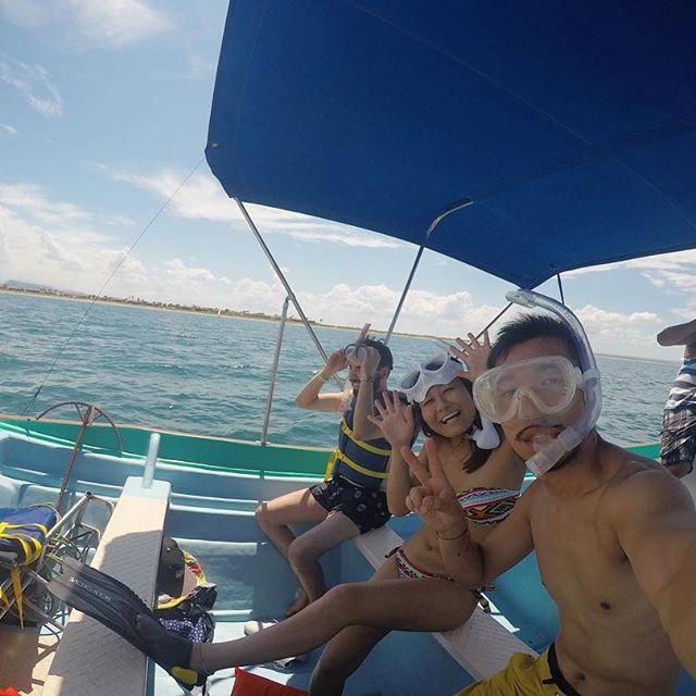 【hachitabi】さんのInstagramをピンしています。 《キャプテンがジンベイザメ 探してくれて 私らはマスク、シュノーケルつけて スタンバイ! ・ #メキシコ#バハカルフォルニア#ラパス#ジンベイザメ#ホエールシャーク#シュノーケル#海#海の中の世界#genic_mag#バックパッカー#旅#旅好き#二人旅#海外#ぶるとはち#誰と何をするか#私たちの見た世界#gopro#gopro》