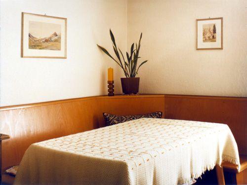 THOMAS RUFF Interior (6B)1980