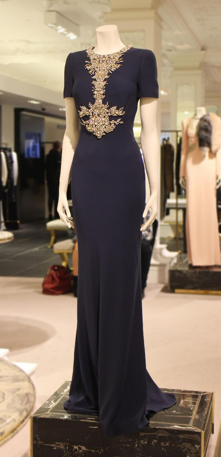 Two words: Utter sophistication. We think this dramatic #AlexanderMcQueen gown is truly flawless.