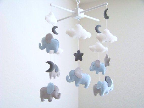 Olifant baby mobiele, blauw en grijs baby mobiele, kwekerij wieg mobiele, baby mobiel, grijze maan mobiele wolk sterren mobiele olifant kwekerij decor