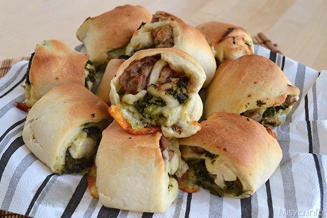 Panini napoletani salsiccia e friarielli, scopri la ricetta: http://www.misya.info/2015/04/17/panini-napoletani-salsiccia-e-friarielli.htm