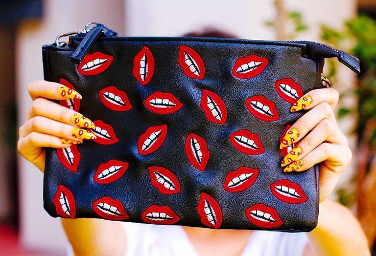 Alguém ama muito coisas com bocas... Deu pra perceber?  A bolsa é da @lojasrenner e as unhas @brilhoperfeito_annynha da @depiller!