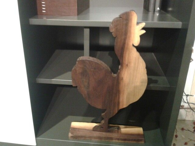 Gallo in legno di noce americano.Fatto a mano €68