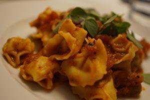 Italiensk tomatsauce med ravioli