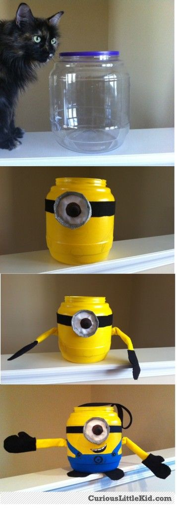 Halloween Minion Bucket from www.CuriousLittleKid.com #homemademinioncostume #minioncostume #homemadecostume