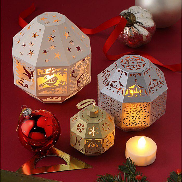 Des boules de Noël, photophores en papier découpé