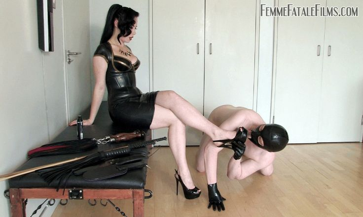 Foot worshiping : Photo