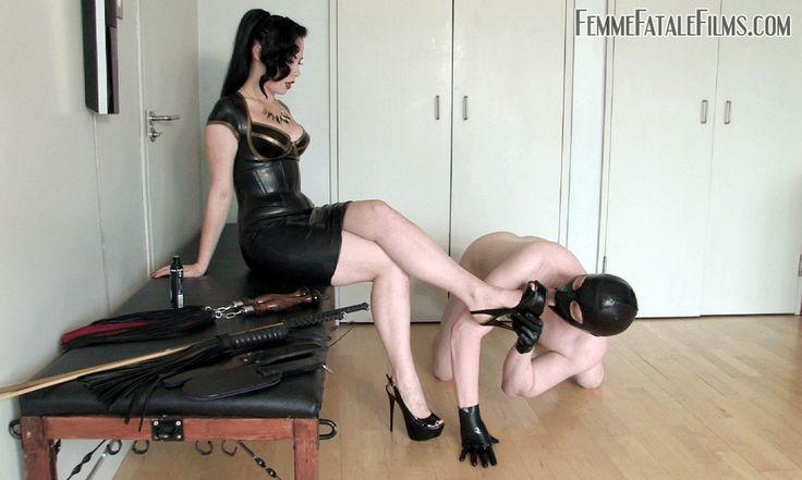 Foot worshiping : Photo
