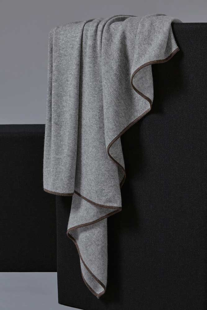 Daya Cashmere Throw in Soft Grey
