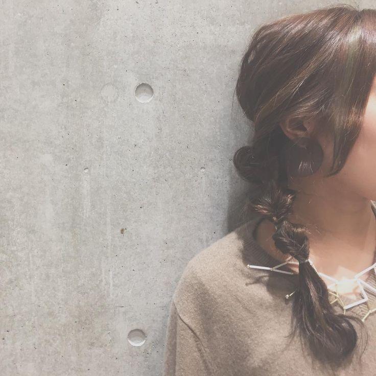 大人可愛い♡抜け感ゆるふわ アレンジヘア アップスタイル [オブヘア] http://www.ofhair.co.jp/sp Of HAIR [オブヘア]  最新トレンドヘアスタイルや動画を配信。掲載スタイルは全てOf HAIR オリジナル 店舗のURLはこちらから⇧⇧⇧ 初めての方はHPからクーポンをご利用ください。 オブヘアは、お客様と共に自社開発するコスメメーカー Ofcosmetics [オブ・コスメティックス] を持つヘアサロンです。 #銀座 #表参道 #原宿 #青山 #前髪 #ファッション #撮影 #サロモ #お洒落 #美容師 #ロング #fashion #ヘア #アレンジ #ヘアアレンジ #ミディアム #簡単アレンジ #hair #グレージュ #ヘアスタイル #スタイリング #髪型 #メイク #セット #ヘアセット #ヘアアレンジ #巻き方 #渋谷 #可愛い #東京