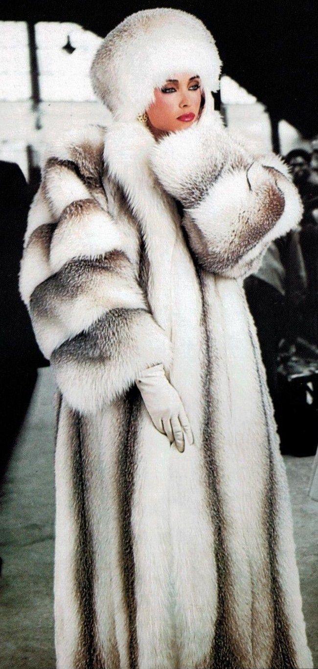 ༺✿♥»Luxury Russian  Chincilla Fur ❤✿ڿڰۣ Luxurious Fur ✯#nyrockphotogirl Donna's +Closet ~ Brrr In NYC ~ Jan 2015 ~