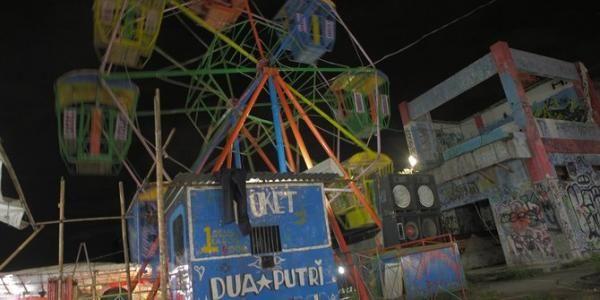 Pasar Malam Komidi Putar yang Terpinggirkan dan Nyaris Gulung Tikar