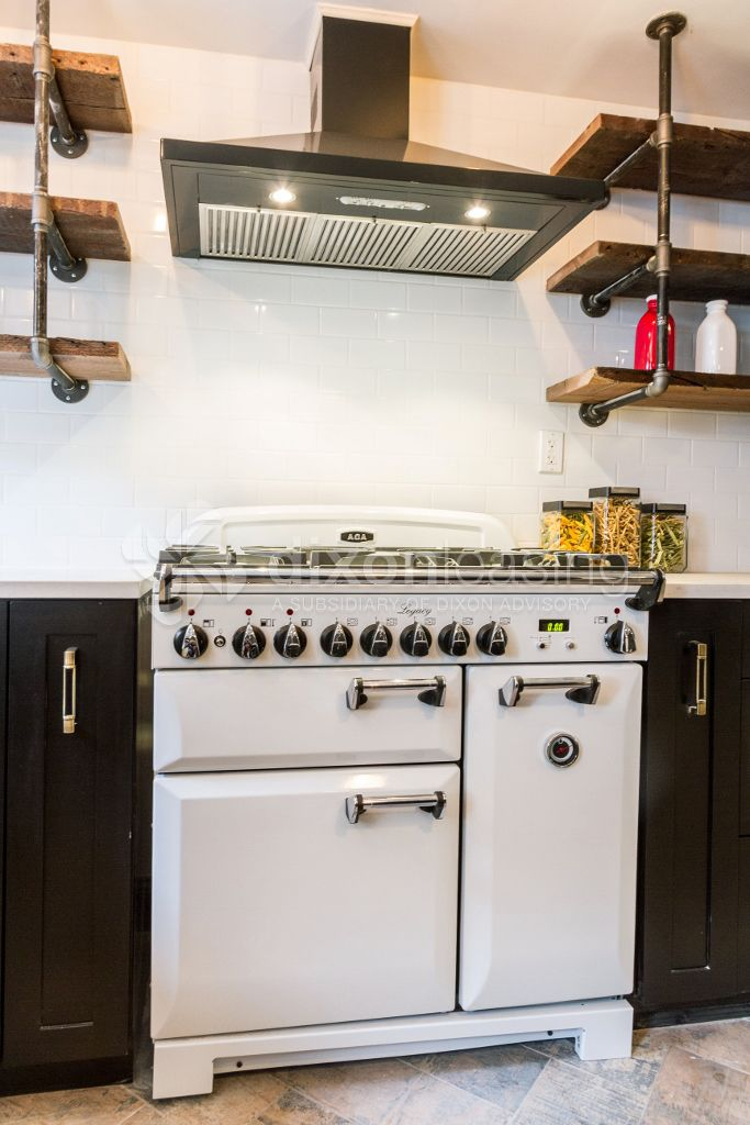 Obsessed with this retro style oven & gas range + hood