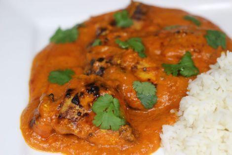 Kurczak Maślany - to bardzo smaczna propozycja na kurczaka w indyjskim stylu. Na przygotowanie trzeba poświęcić trochę czasu, ale smak i aromat tego dania jest naprawdę zniewalający