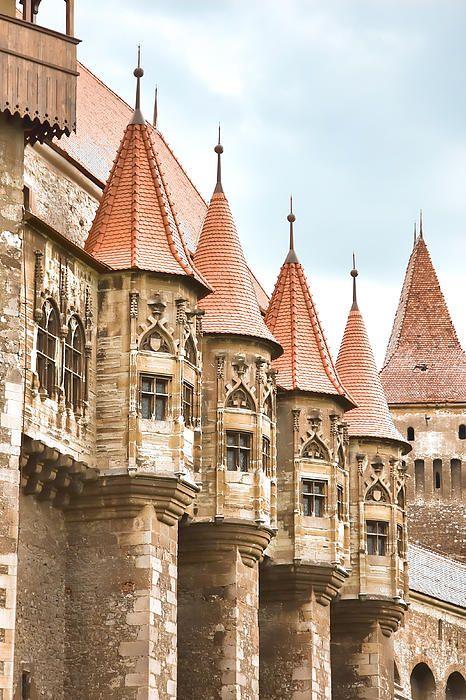 Hunyad castle, Transylvania, Romania www.romaniasfriends.com
