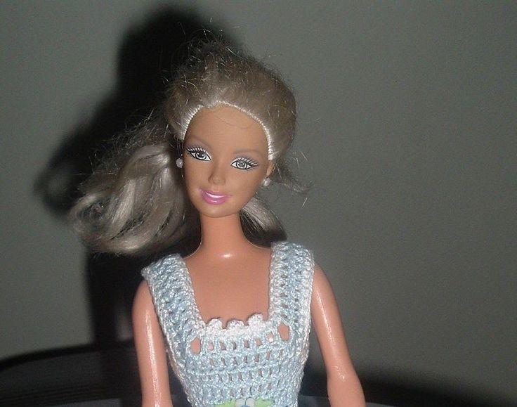 Passo a passo Vestido da Barbie em crochê. Há tempos eu estou devendo esse PAP a vocês. Enfim, arrumei um tempinho e organizei tudo. Não ...