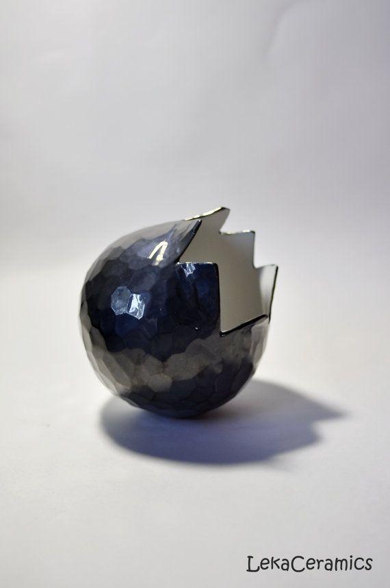 Большой черный гранат. Ваза. Гранаты. Ваза керамика. Гранат ваза. Черная ваза. Яйцо дракона. Гранат. Чешуя дракона.