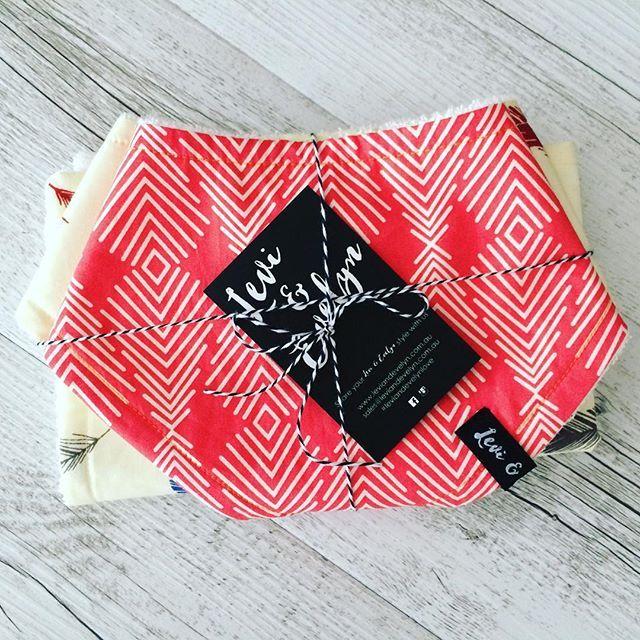 Cuteness all wrapped up! ❤️ #leviandevelyn #leviandevelynlove #coralprints #bandanabib