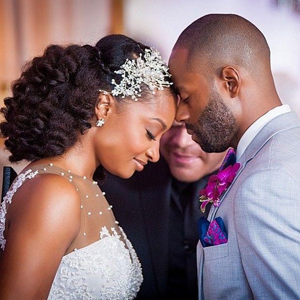 Follow us @ SIGNATUREBRIDE on Twitter and on Facebook at SIGNATURE BRIDE MAGAZIN…