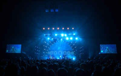 Earls Court Bows Out With Bombay Bicycle Club And XL Video - Commercial Integrator Europe
