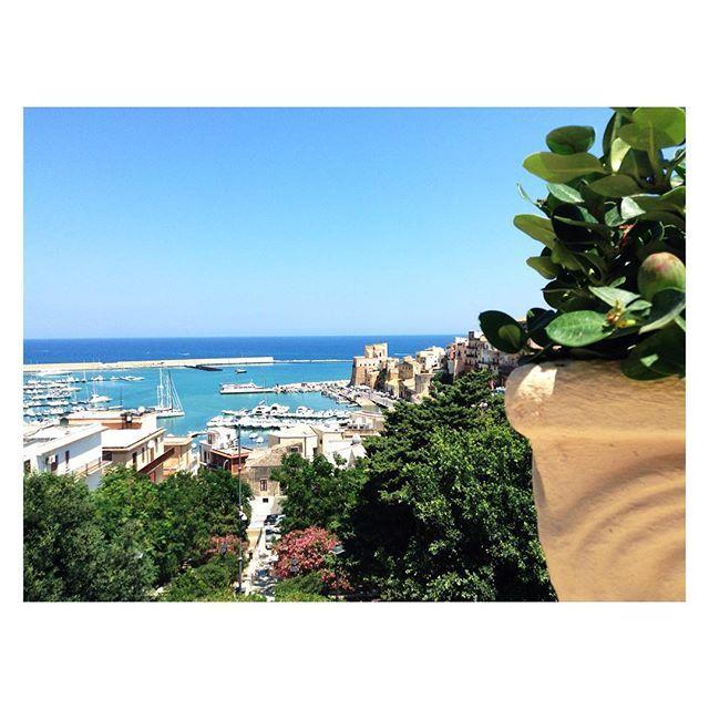 #castellammaredelgolfo #calamarina #golfo  #trapani #travel #instatravel #aidaholidayhome #aidaholidayhome_place #igersicilia #picoftheday #casavacanza #airbnb #paese #landscape
