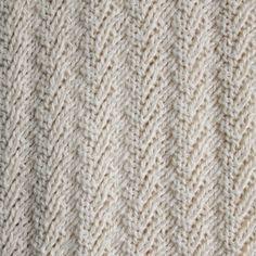 Mooie structuur breien met alleen recht en averecht | draadenpapier | Gratis patroon van Andra Asars #knit #shawl #texture #stitch
